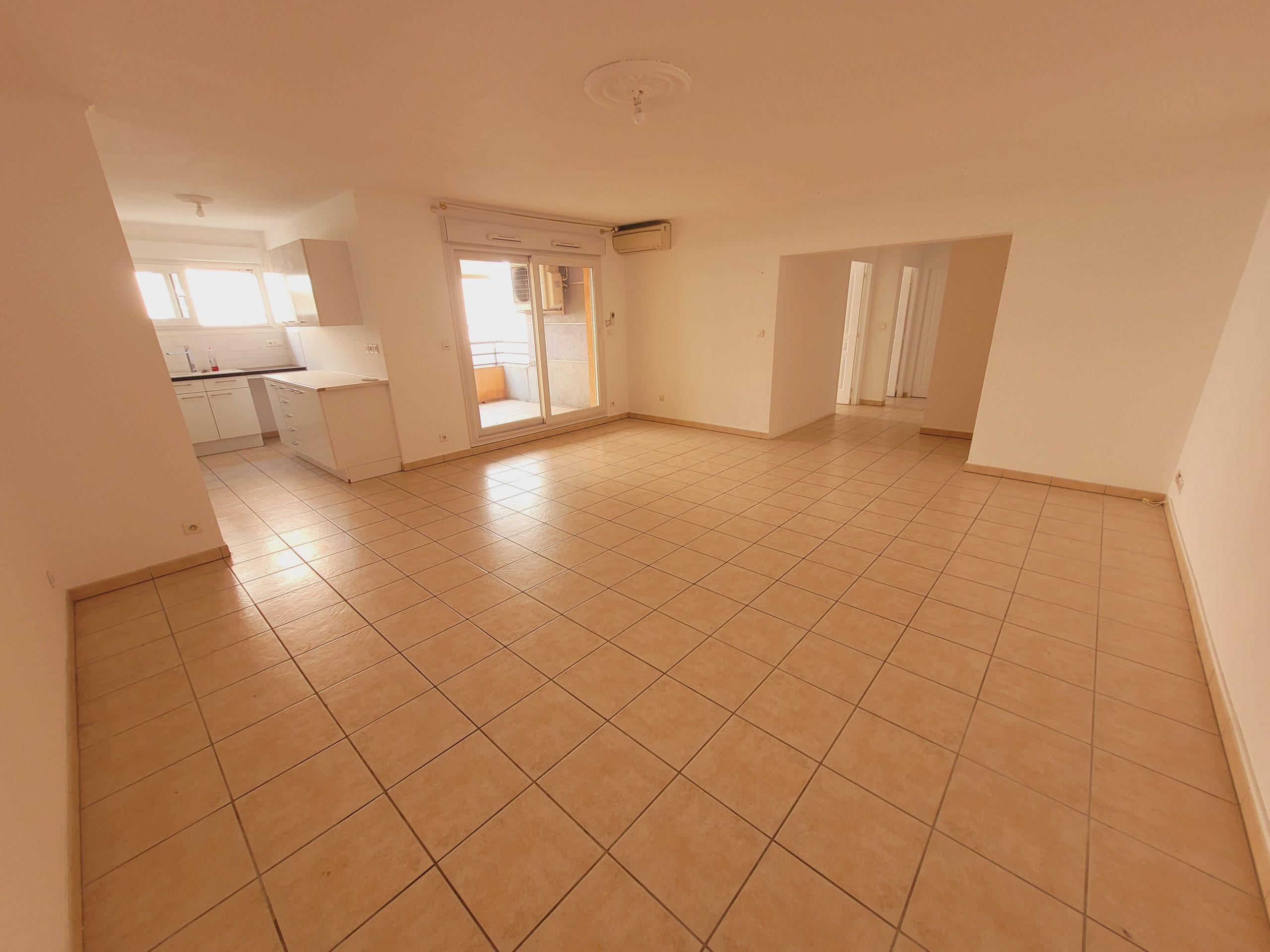 Appartement T3 76m² avec loggia et parking – Draguignan