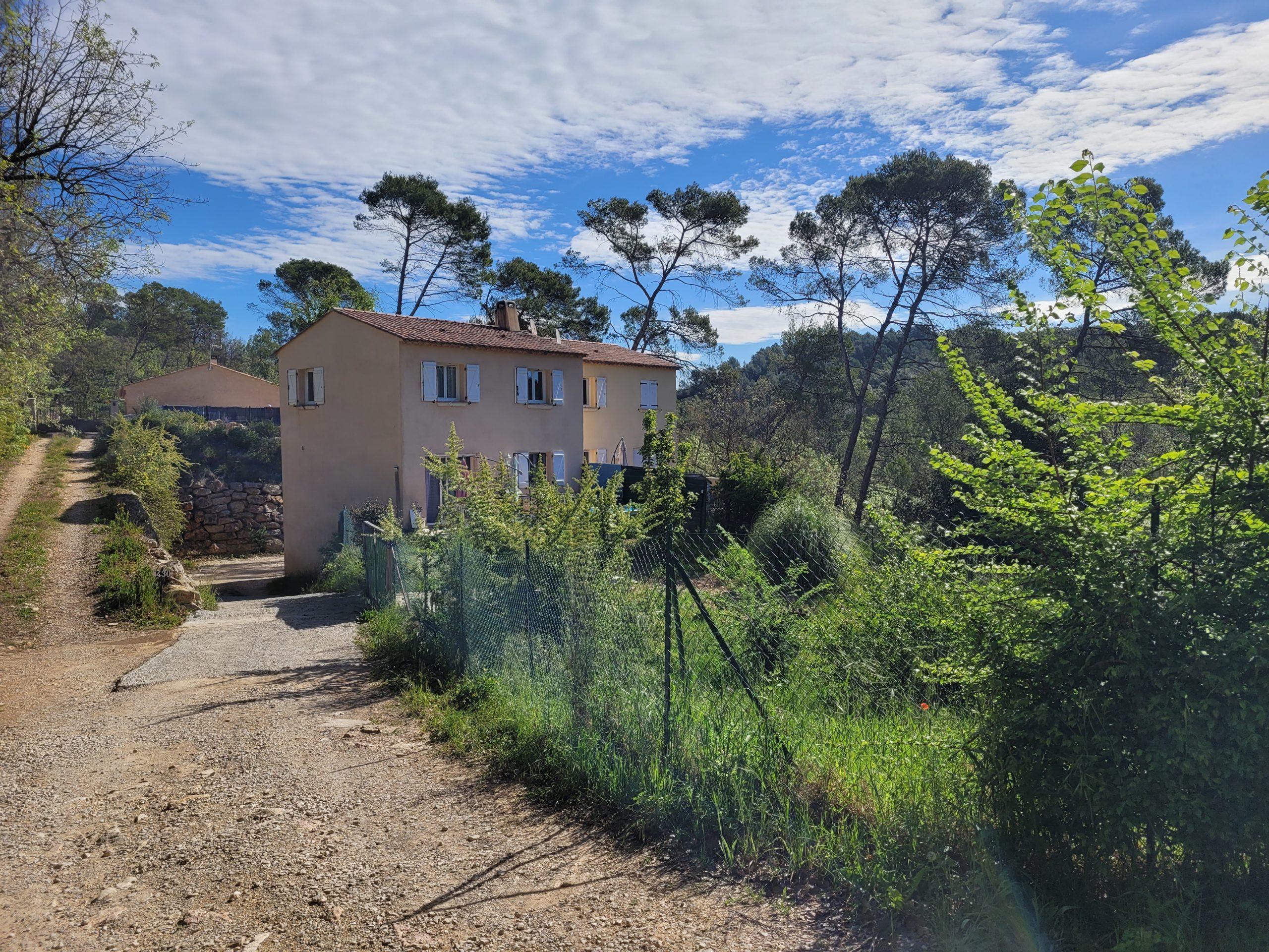 Villa mitoyenne 90m² 1000 m² de terrain – Le Thoronet