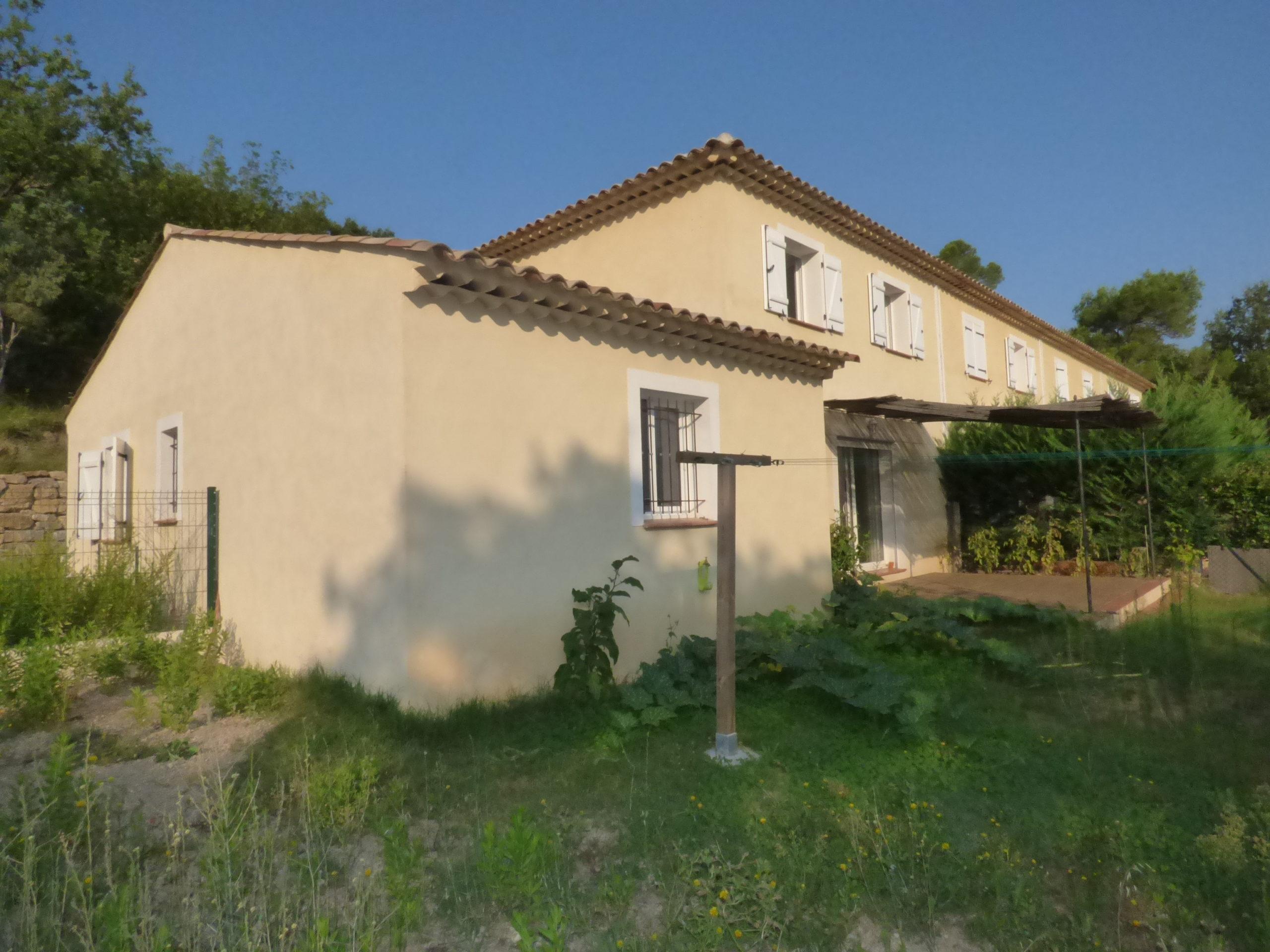 Villa mitoyenne 125m² avec jardinet – Le Thoronet